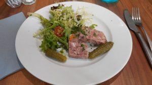 entree-terrine-fromage-de-tete-restaurant-au-comptoir-d-emile